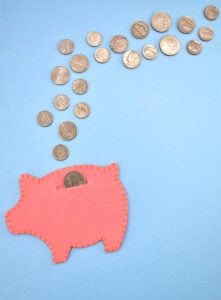 Looking for a fun and useful craft? These felt piggy banks are so easy to make with cheap craft felt that won't break the (piggy) bank!