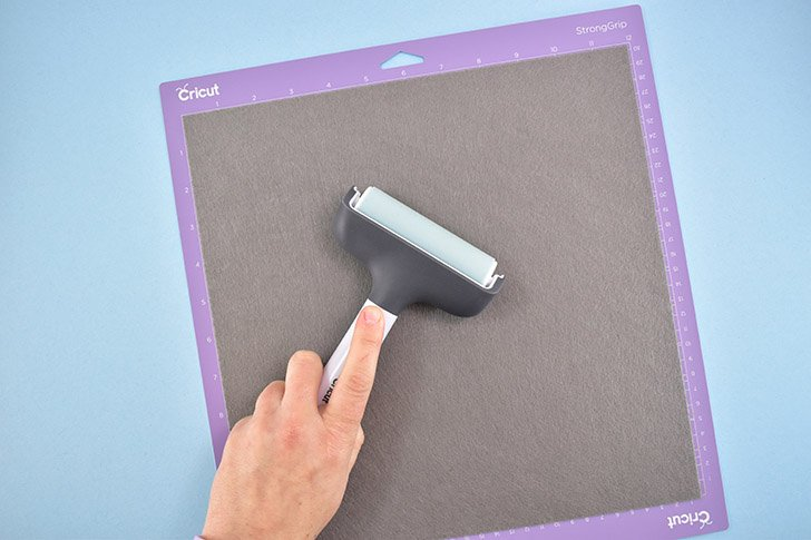 Place a piece of Cricut felt onto a purple cutting mat and use a brayer to firmly stick in place.