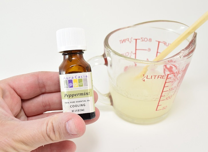 Soothe that painful sunburn naturally with this homemade aloe and lavender sunburn care. It's so soothing and will help you sleep!