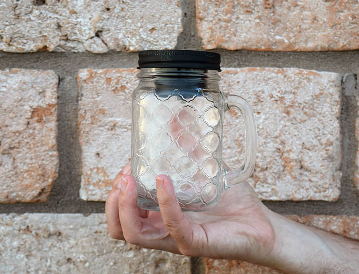 Did you know you can make your own solar mason jar lids for a buck? Sooo much cheaper than buying them at the craft store and super easy to do!