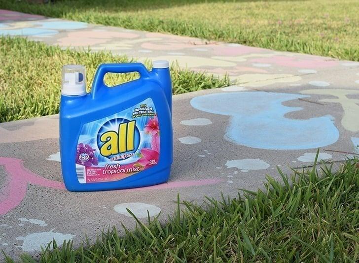 homemade-liquid-sidewalk-chalk-paint-cornstarch-dreamalittlebigger-018