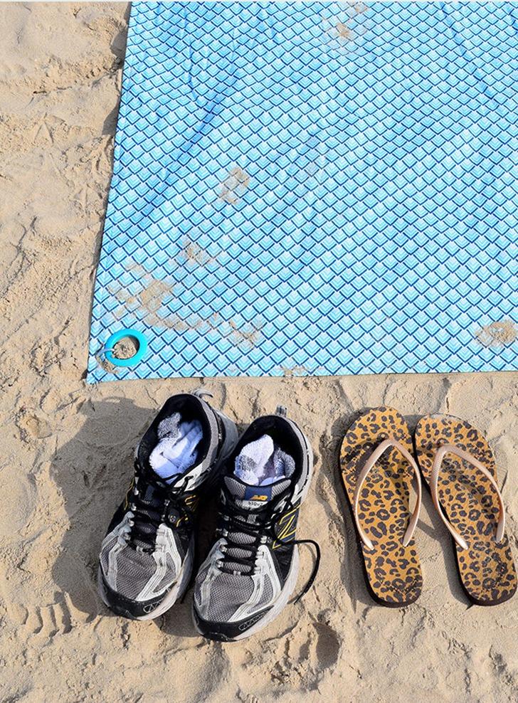 DIY No Sew Beach Blanket in a Bag