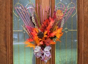 Repurpose that old rake from the tool shed into the cutest fall leaves rake wreath. So cute and clever!