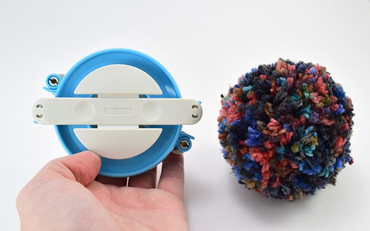 Making yarn pom pom so easy! Full tutorial to make pompoms in only 5-10 minutes each! (quick video tutorial)