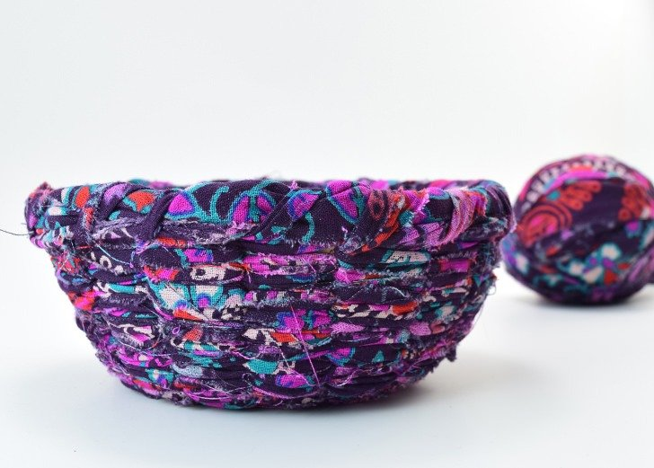 Put that scrap fabric to good use and learn how to weave a fabric bowl!