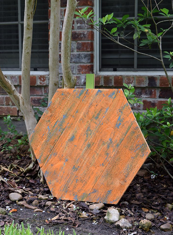 Turn reclaimed wood into these on trend, rustic wood hexagon pumpkins!
