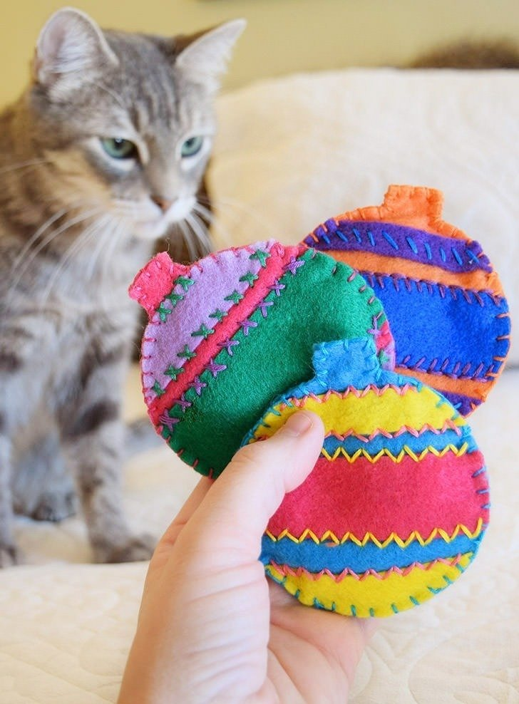 Felt catnip ornaments kitty christmas gifts dream a for Cat christmas ornaments craft