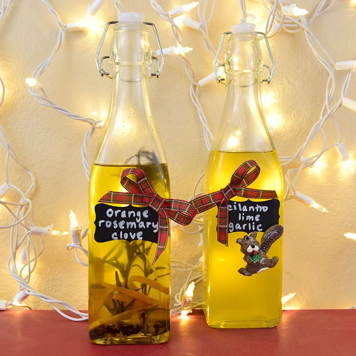 What a great gift for a foodie! Make your own flavored cooking oils to give as gifts!