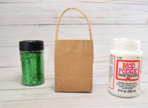 Make every gift special with these homemade glitter dipped gift bags!