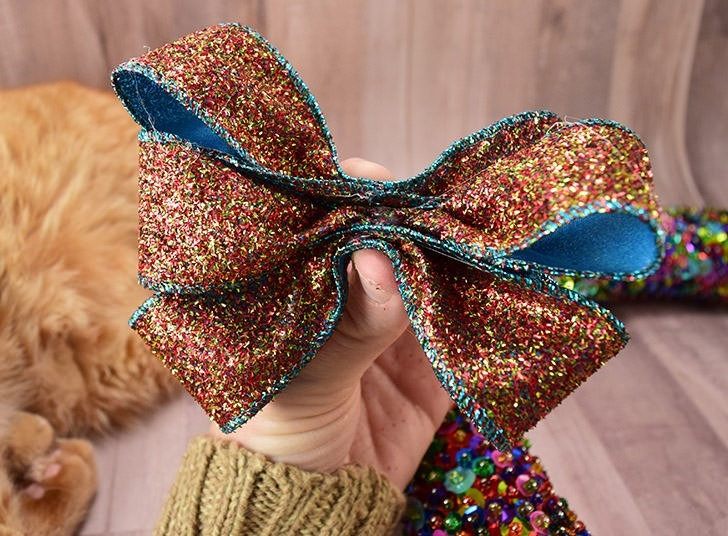 Wow! You can make a pretty ribbon bow in just a few minutes. This is the easiest way I've seen, yet!