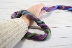 Don't know how to make a slip knot? I swear this is the EASIEST way I've ever seen to learn! Perfect for starting knitting or crochet pieces!