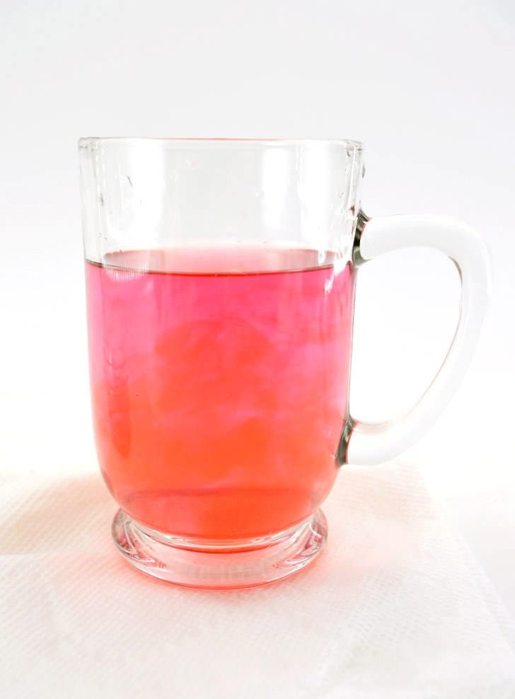 Homemade Hibiscus Tea (Agua de Jamaica) straight from the garden. is so easy (and pretty!) to make. I LOVE that pink drink!