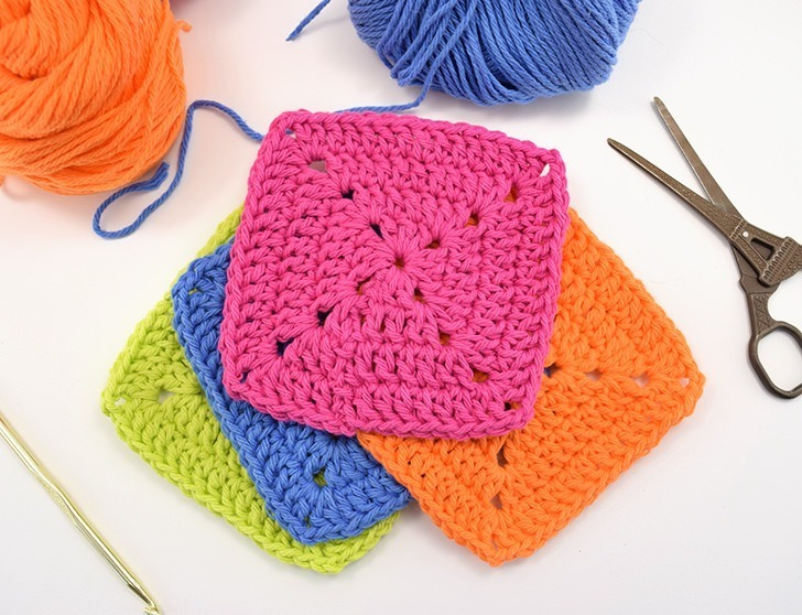 Want a more modern looking granny? Crochet up some closed granny squares for a fun, mod look that is super easy to achieve with double crochets!