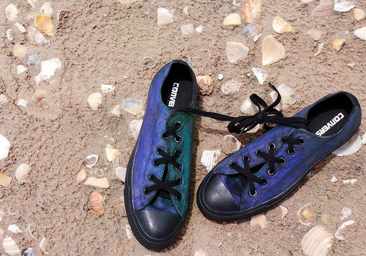 These Converse sneakers change colors with change in temperature, just like a mood ring! See how to make your own!