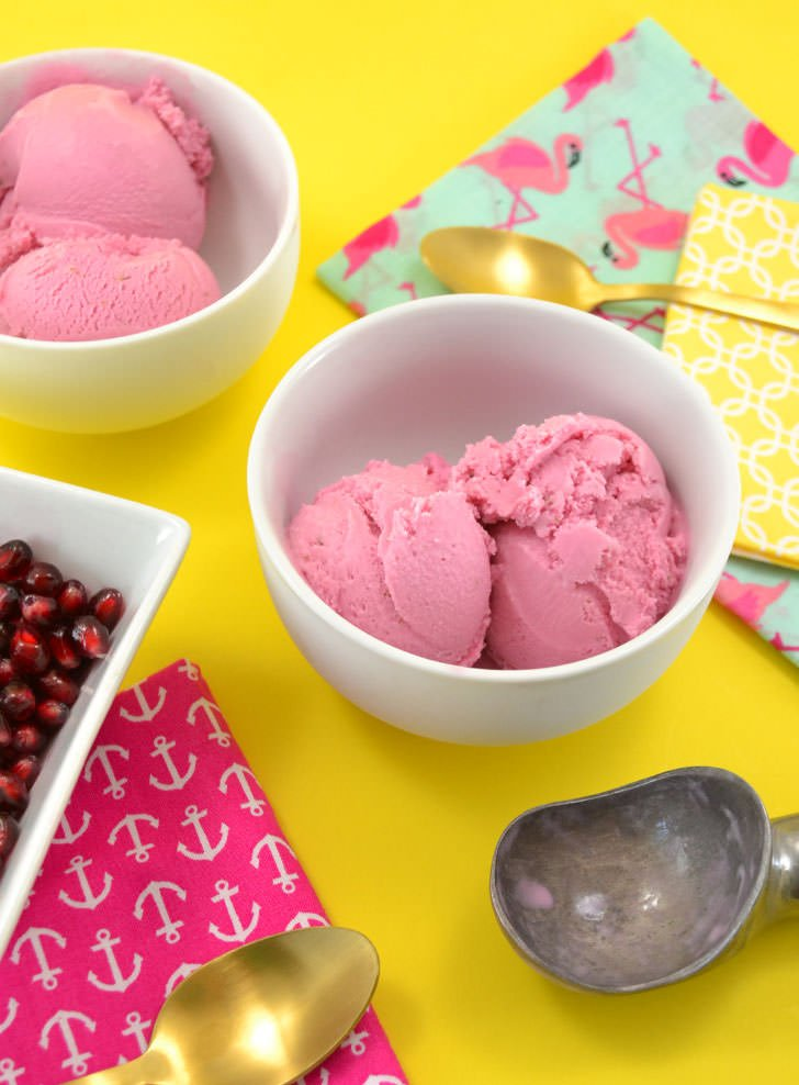 Do you love sweet, tart desserts? You have to try this super tasty pomegranate homemade ice cream. It's SO CREAMY!