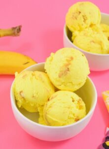 Banana Pudding Ice Cream with Vanilla Wafers is such a fun and simple twist on the classic. NO ICE CREAM MACHINE NEEDED!