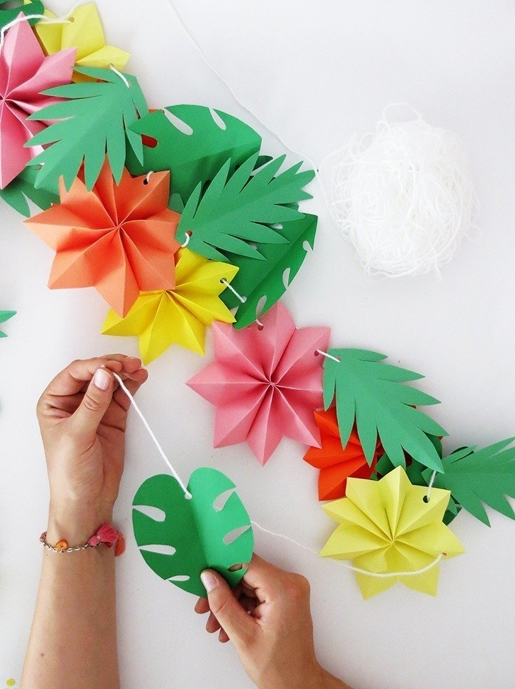 The tropical garland you need for your summer party dream a little take a long piece of yarn and pass the flowers and the leaves thought it hang you garland and enjoy your party mightylinksfo