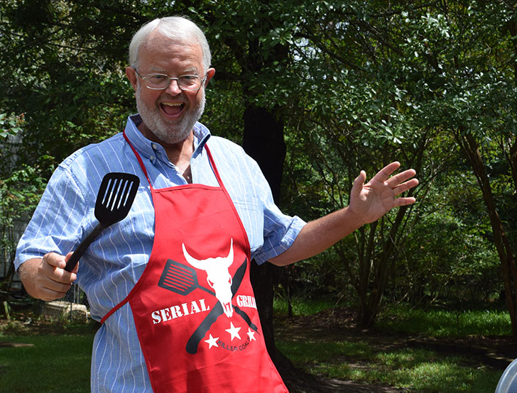 Know a barbecue enthusiast? This serial griller apron will be on their wish list! Grab the free cut file and make one now!