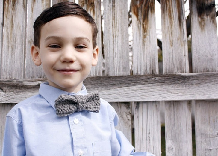 Bust that stash with these fantastic little projects perfect for some stash busting crochet like this awesome crochet bow tie!