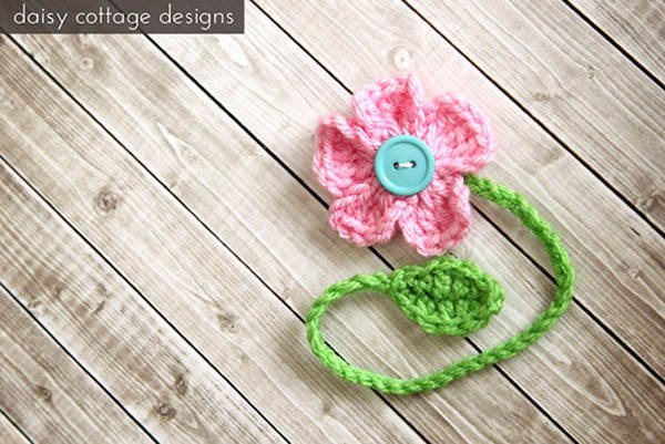 Bust that stash with these fantastic little projects perfect for some stash busting crochet like this awesome flower chain bookmark!