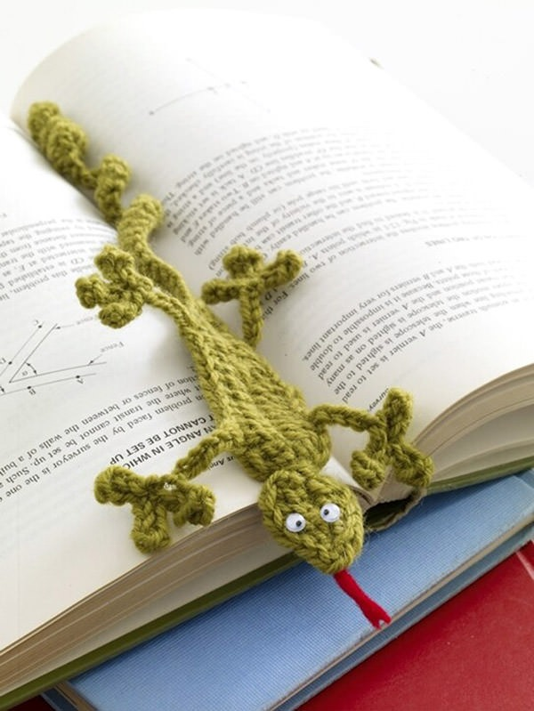 Bust that stash with these fantastic little projects perfect for some stash busting crochet like this awesome lizard bookmark!