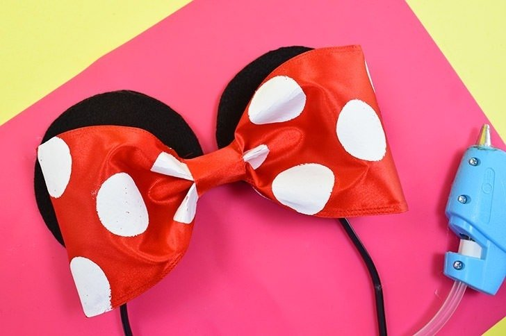 This last minute DIY adult Minnie Mouse costume is the cutest AND you can toss most of it in with your every day wardrobe and use it again and again!