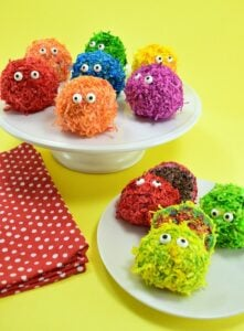 These little edible pom pom monsters are beyond cute and great for a sweet little treat any time of the year! Step by step tutorial included... looks simple enough!