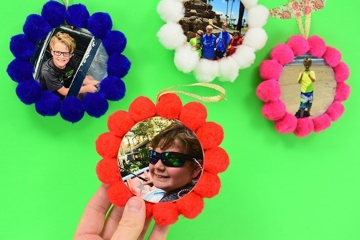 I love photo ornaments on the Christmas tree and these pompom photo Christmas ornaments are super kitschy and easy to make. Love!