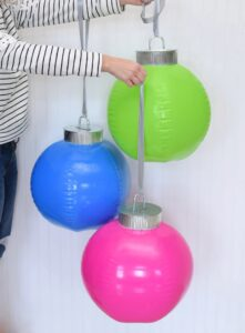 How cool are these DIY giant ornaments? They're simple to make and they fold in on themselves so you can easily store them from year to year!