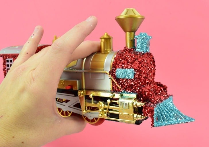 A glitter train is such a kitschy cool accessory for under your Christmas tree. It looks just gorgeous circling Christmas gifts!