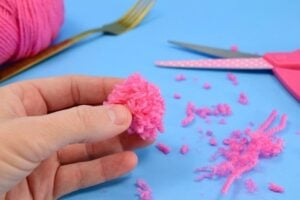 Get in the kitchen and bust out the cutlery and let's make some fork pompoms. Did you know you can make pompoms with a fork? They're absolutely adorable and a great way to bust that yarn stash!