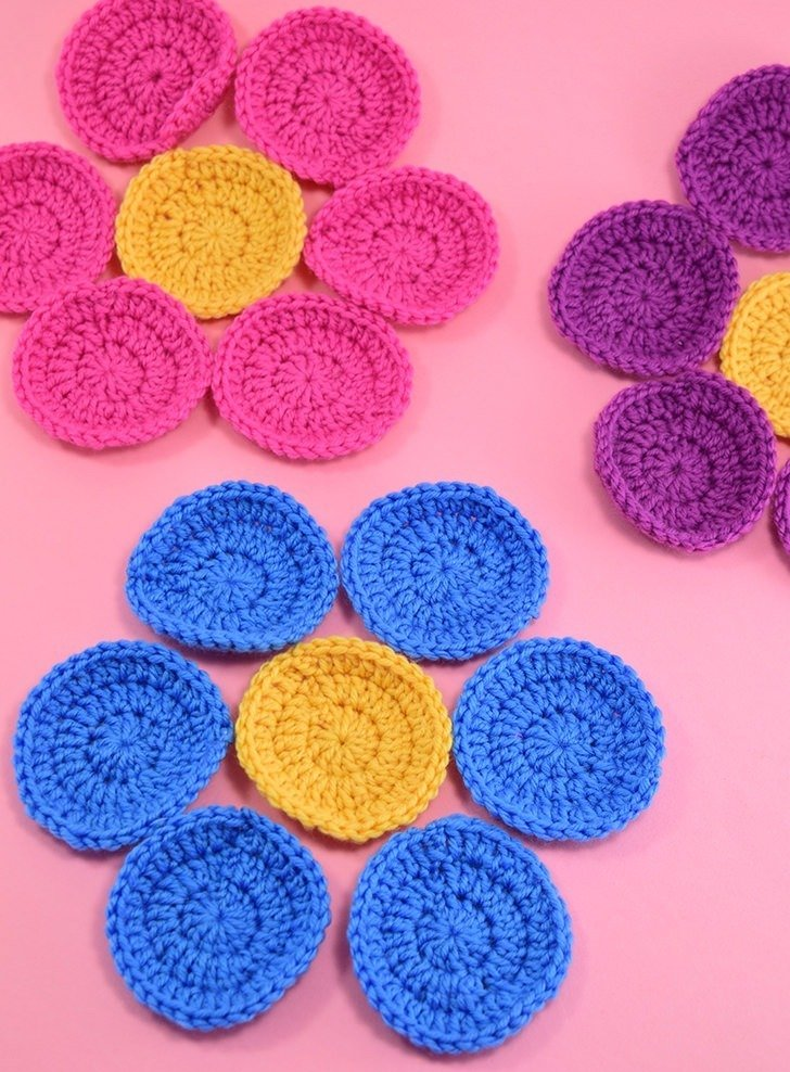 Crochet in the round without that big hole in the middle by using a magic ring to start. Learn how to make this magic loop for neat centers!