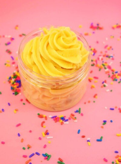 Don't let the sweet cupcake scent fool you, this isn't dessert. Frosting Whipped Soap is a bath time treat, smooth with awesome lather you're gonna love!
