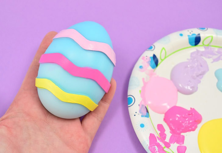 Add a little extra flair to your melt and pour soaps by painting them. Learn how to paint soap with long-lasting designs & great results!