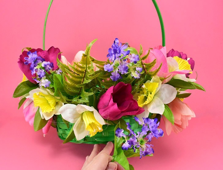 This 10 Minute Floral Easter Basket can be made for only $10 and, as an added bonus, it's so pretty your flower lovers will want to use it year round!