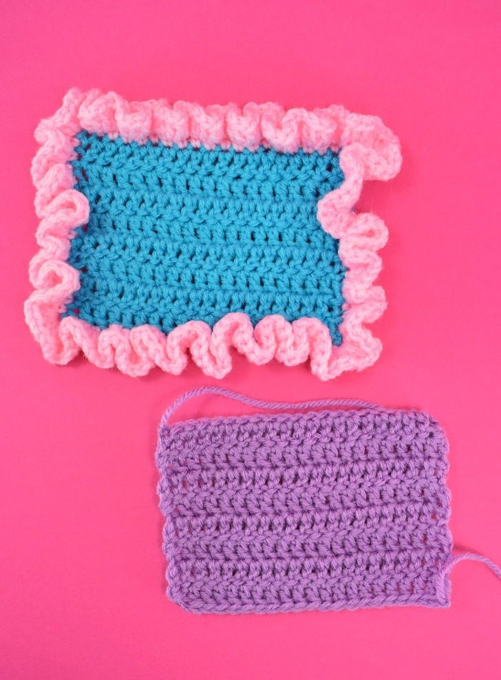 Hate when you finish a crochet project to see wonky edges? A single crochet border edge is all it takes for a clean, simple finish on your crochet projects!