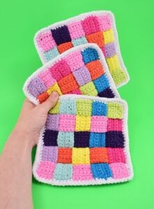 Weave together strips of single crochet to make an awesome woven crochet washcloth using cotton yarn. This DIY is so fun looking yet super practical!