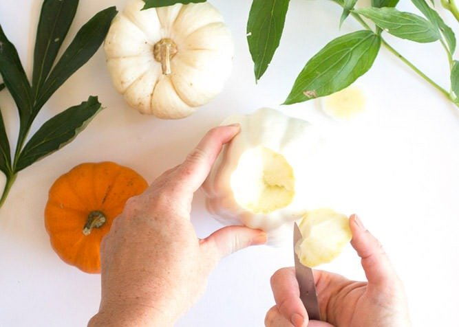 Grab a mini pumpkin & a bouquet of fresh fall flowers & turn them into some amazing arrangements in fresh pumpkin vases that your guests will adore!