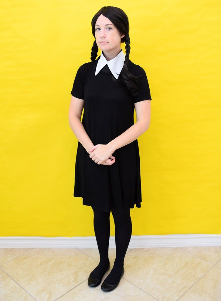 Looking For A Cheap And Easy Couples Costumes These Addams Family Halloween Costumes Use Common