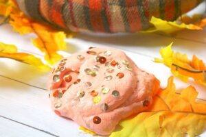 As far as we can tell, kids will always love slime. Keep them busy this fall break with this Autumn themed fall sparkle slime recipe that whips up in minutes but keeps them busy for ages!