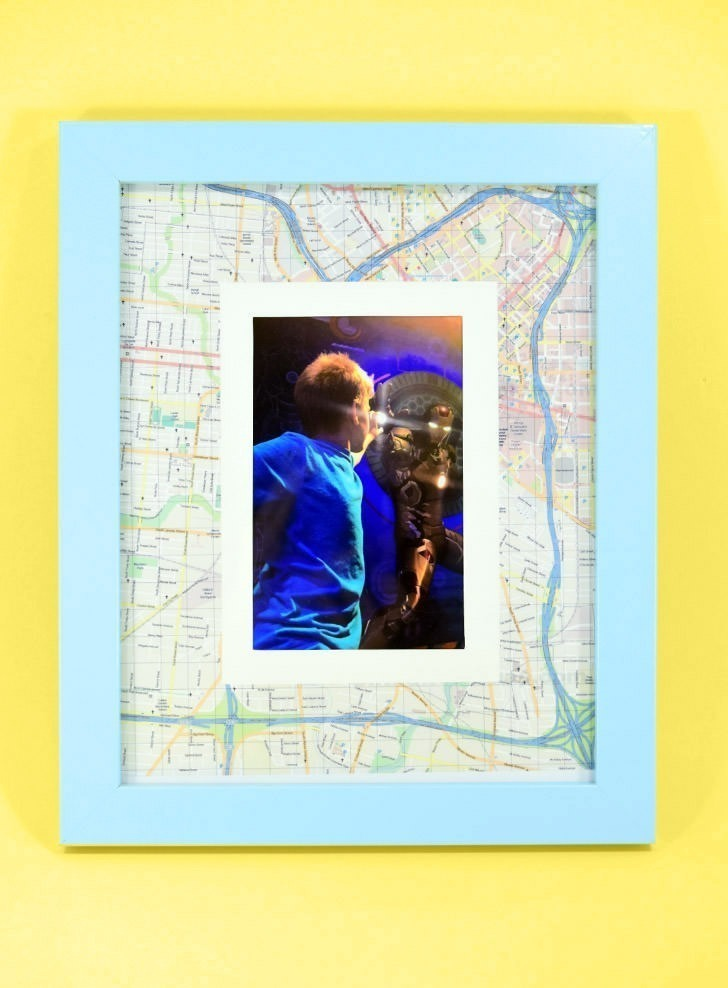 Mat your vacation pics with a map of the location of your trip. It's a quick and inexpensive DIY to personalize those holiday snaps!