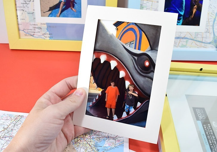 Learn how to mat vacation photos with a map of the location of your trip. It's a quick and inexpensive DIY to personalize those holiday snaps!