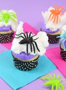 Looking for a quick sweet treat for Halloween? These not too creepy, but totally cute spiderweb cupcakes can be decorated in mere minutes!