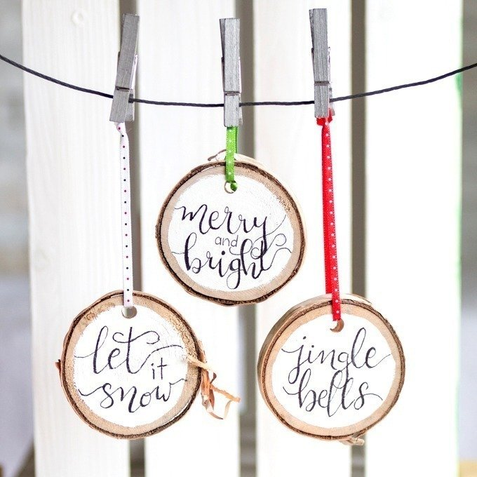 Grab our FREE pattern and add a little rustic flair to your Christmas decor with these easy to make, hand-lettered wood slice Christmas ornaments!