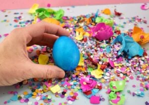 Cascarones are so much fun for both kids and adults. Get the super easy tutorial to make these confetti filled eggs for Easter that everybody is going to just love making and breaking!