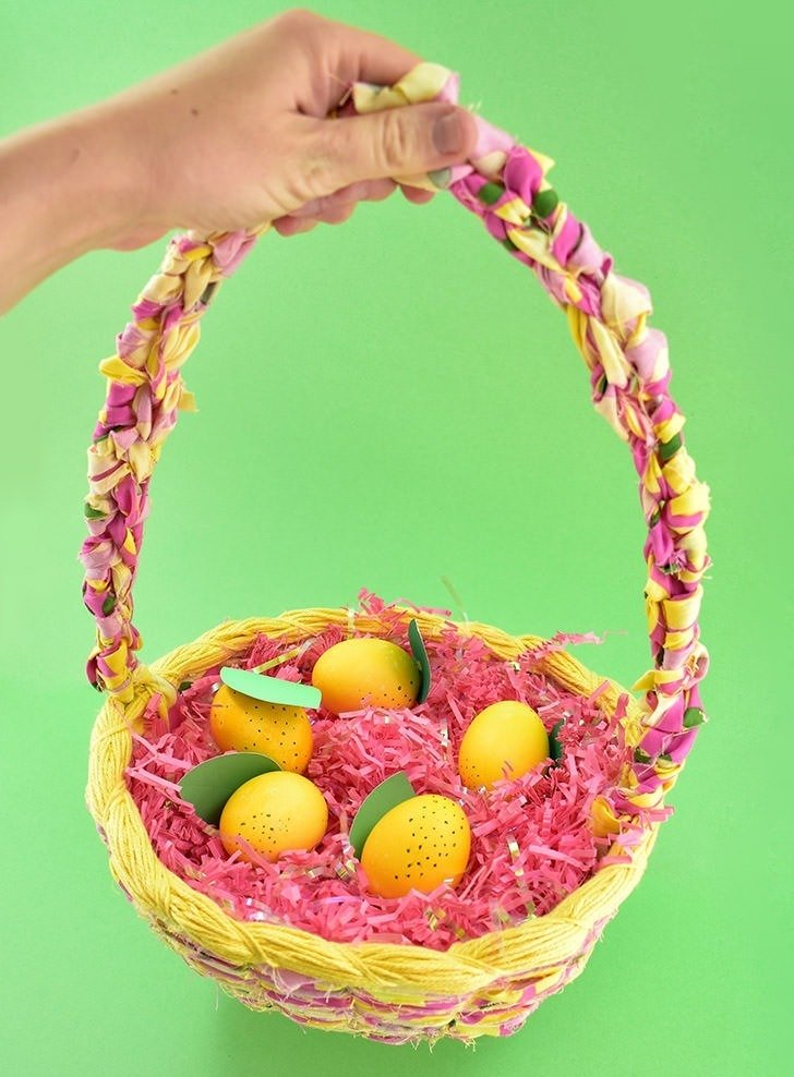 Ever wanted to make an Easter basket from scratch? This DIY woven Easter basket is gorgeous, not too difficult to make and can be made in YOUR PERFECT colors!