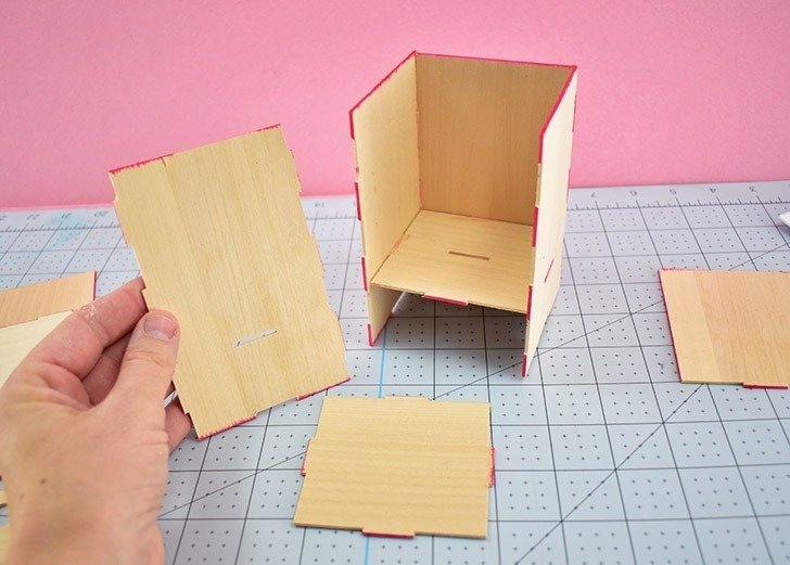Use your Cricut Maker to make a wooden tool holder for everything CRICUT. Isn't that so amazing? :)