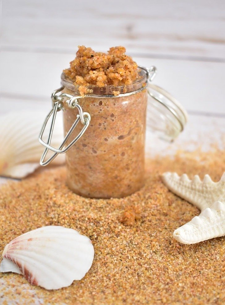 In only five minutes you can have a lovely foaming beach sand scrub that is an amazing exfoliator to get your bod beach-ready and a fab summer craft!