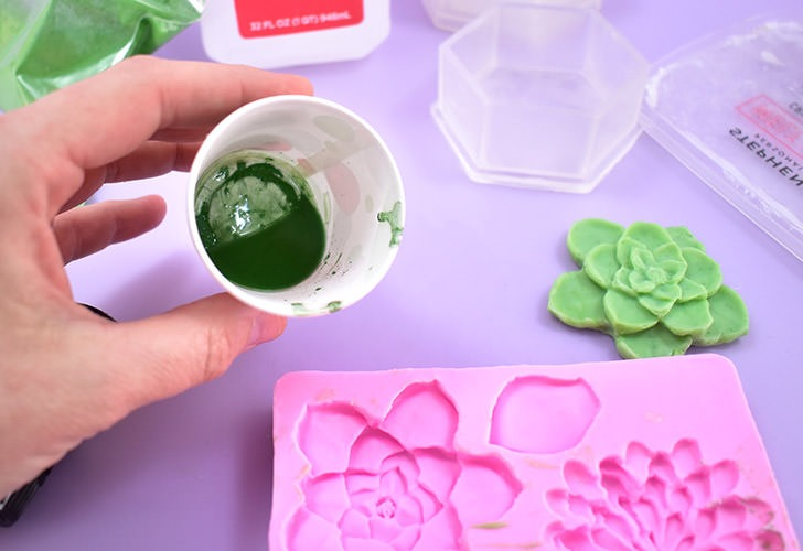 Even though those little terrariums look like glass this adorable succulent soap is just that... 100% soap! Get the details and links to the molds to make these fun and surprising DIY soaps!
