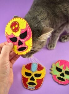 Love lucha libre, also known as Mexican wrestling? I have a feeling that you're gonna want to make these DIY Lucha libre cat toys filled with catnip! Grab the free pattern to cut your own or SVG file to machine cut. SO EASY. SO ADORABLE!